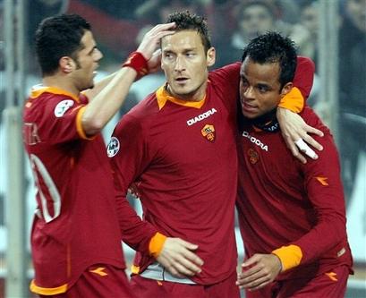 意杯托蒂错失点球无碍罗马3比1胜米兰进决赛